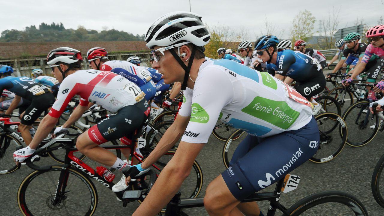 El ciclista español Enric Mas en la salida del pelotón
