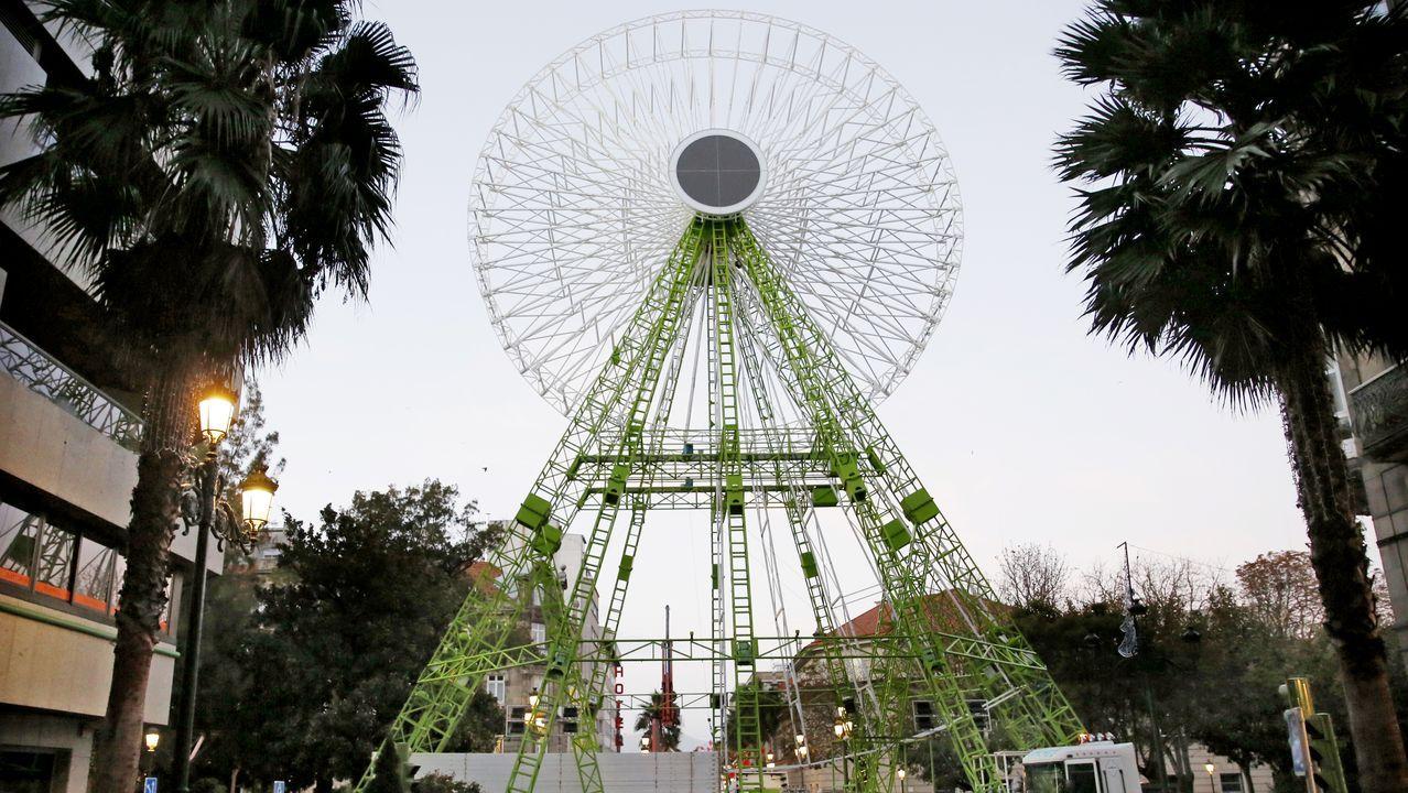 Los grandes adornos de luces de Navidad en Vigo inician la marcha atrás