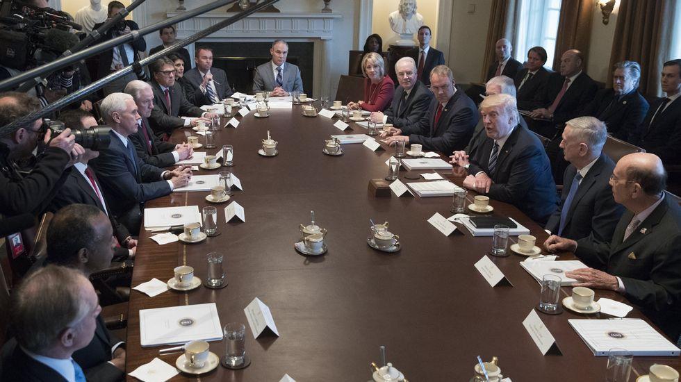 Primera reunión al completo del equipo de ministros de Trump en la Casa Blanca