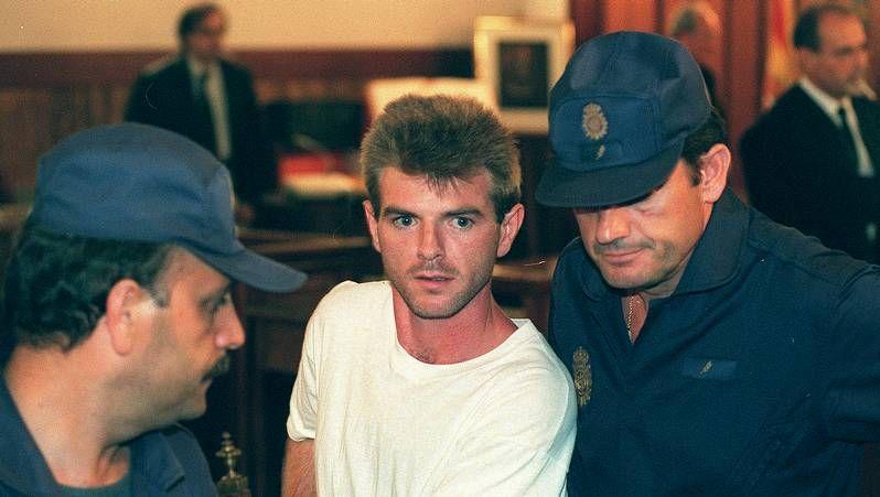 El crimen de Alcàsser: el caso que paralizó al país.Miguel Ricart fue el único condenado por el triple crimen de Alcácer, mientras que Antonio Anglés sigue en busca y captura