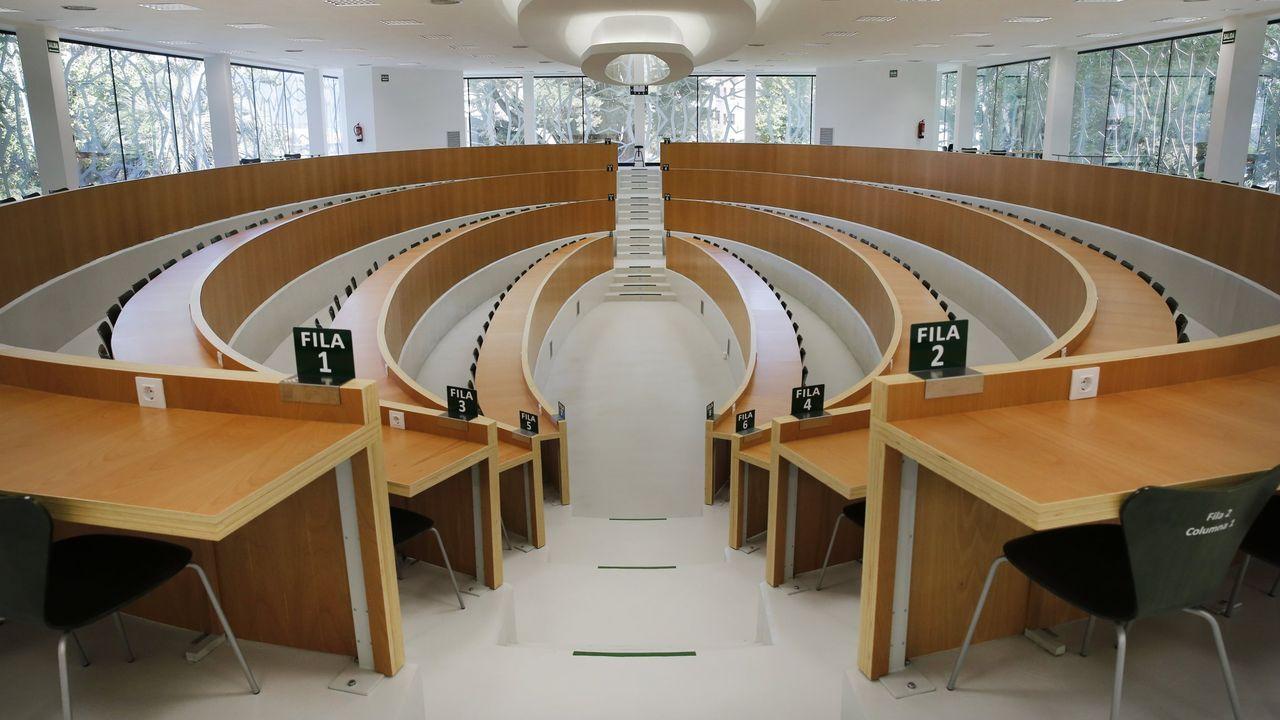 Alumnos, en una jornada de orientación de la Universidad de Oviedo.Un alumno de la Universidad de Oviedo