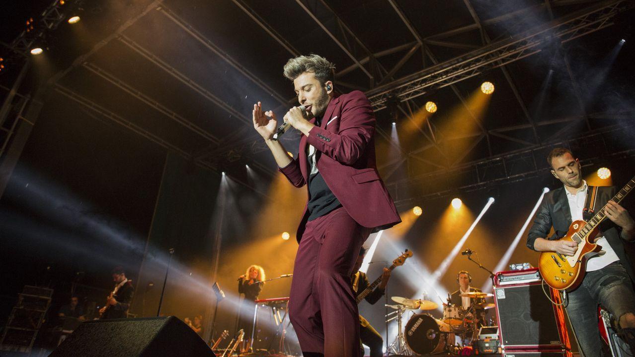 Todas las imágenes del concierto de Blas Cantó.ROSALÍA MOSTRANDO LOS GALARDONES LOGRADOS EN LOS MTV MUSIC AWARDS