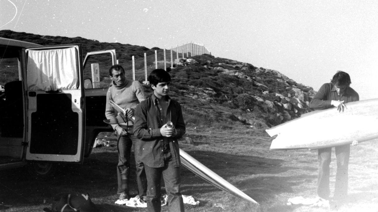 Roberto  Tito  Fariña, a la izquierda, junto a la furgoneta