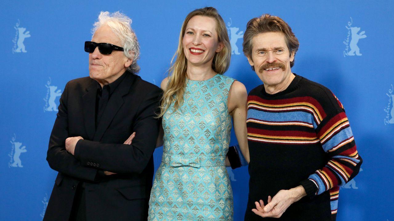 Abel Ferrara, a la izquierda, con la actriz Dounia Sichov y Willem Dafoe