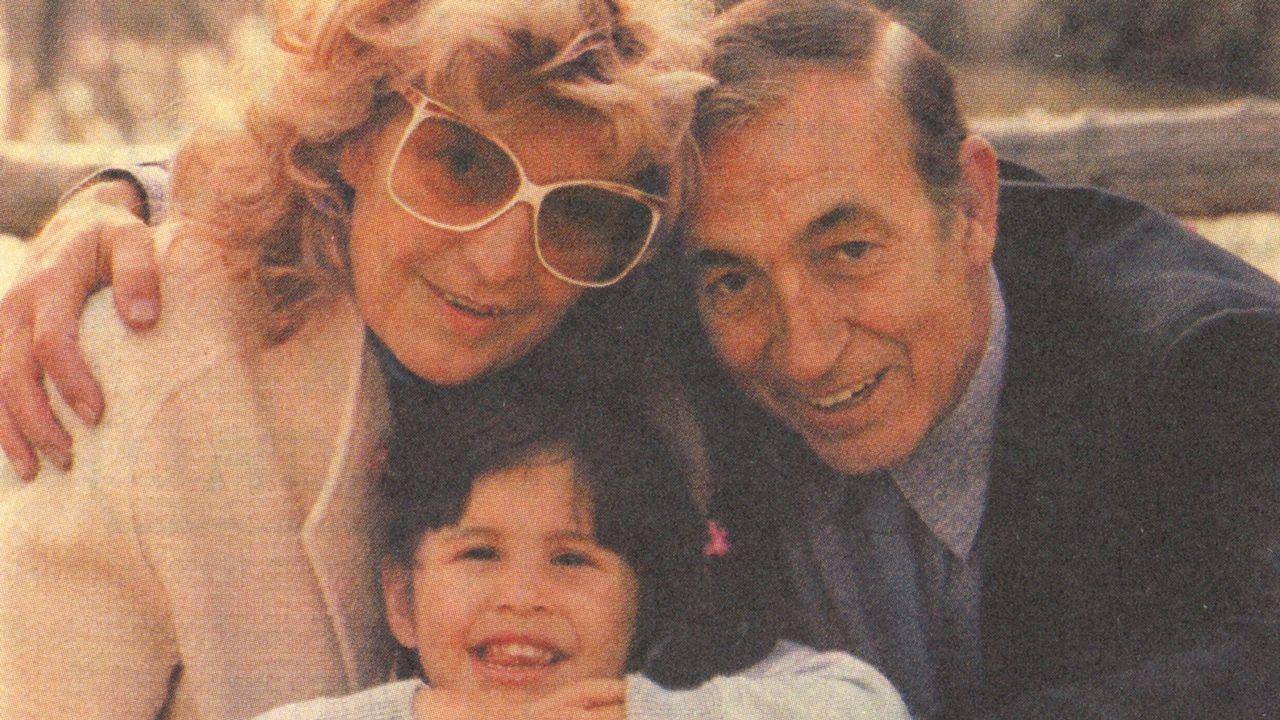 Miguel Gila con su mujer, María Dolores, y su hija Malena en una imagen que recoge «El libro de Gila»