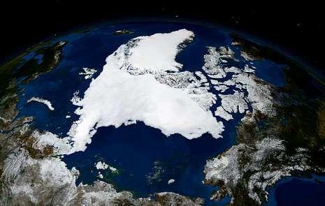Imagen tomada desde un satélite que muestra la totalidad del hielo en el océano Glacial Ártico.