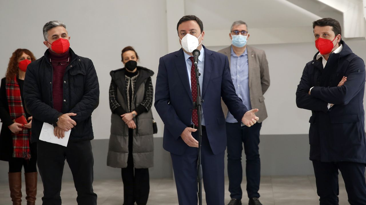 Marcos Fajardo, Valentín González Formoso, y José Ramón Romero, durante el acto celebrado en cel centro de coworking de Boiro