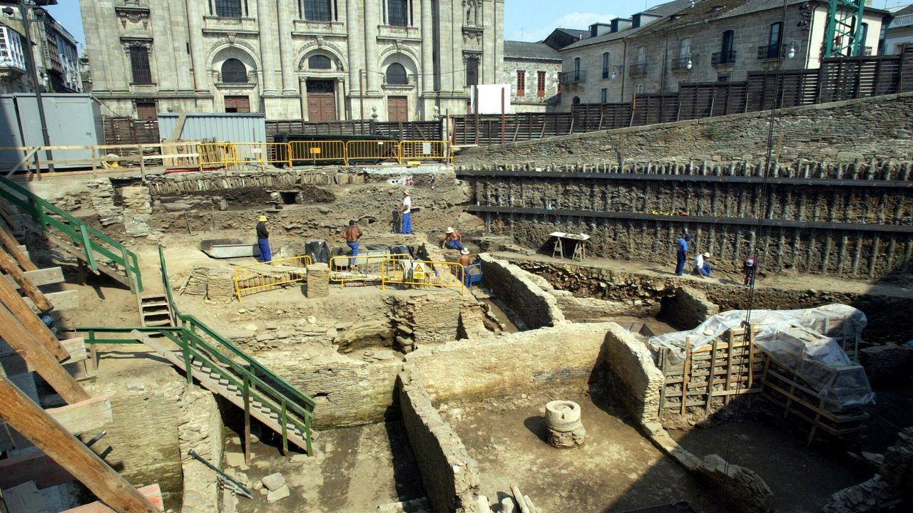 En abril del 2000 comenzó la exvacación en el solar del Vicerreitorado, donde años después apareció el Mitreo y una domus pegada a los cimientos de la Muralla