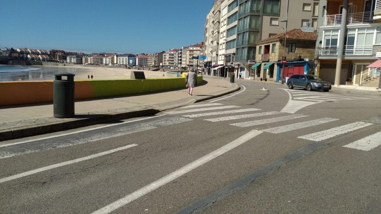 Imagen del paseo de Silgar, en Sanxenxo, sin apenas gente ni tráfico rodado