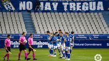 Los jugadores del Oviedo, antes del comienzo del partido