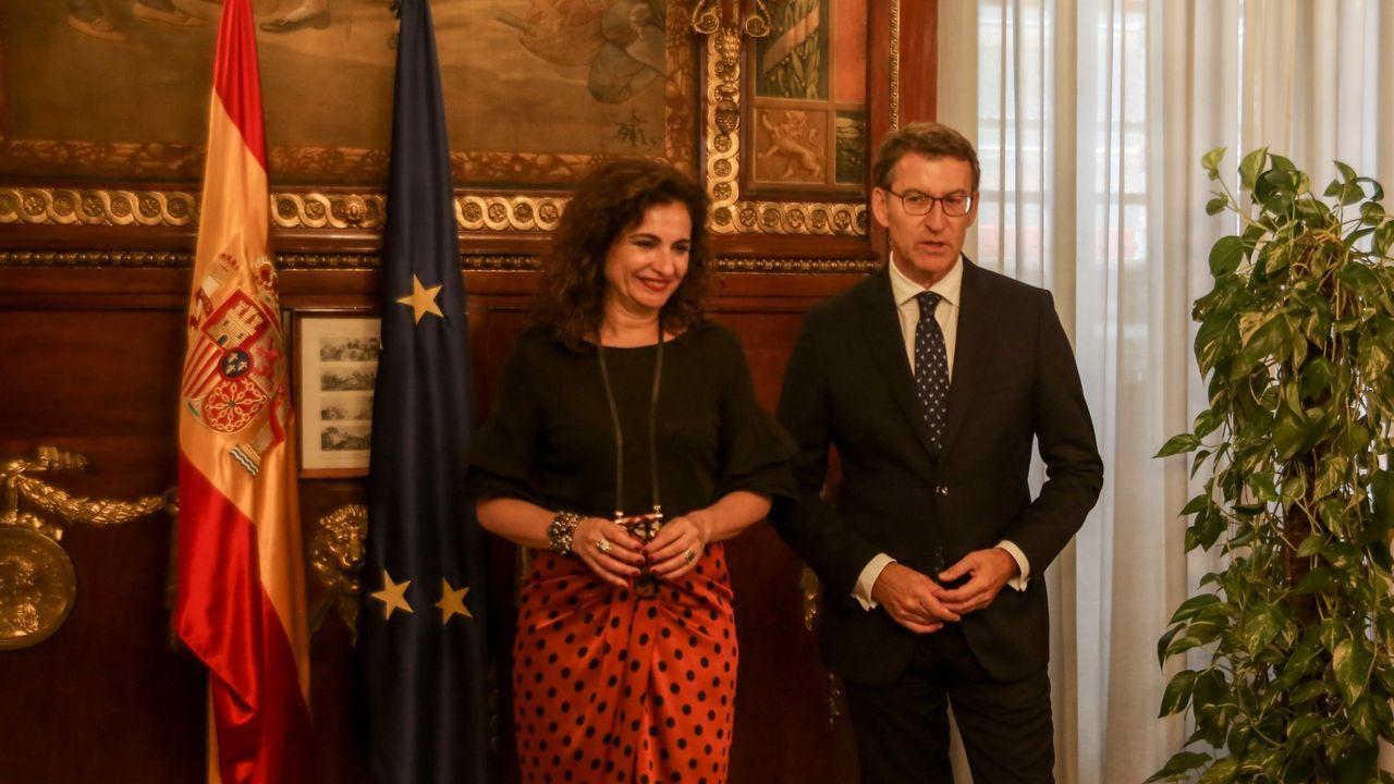 El análisis del 10N con cuatro columnistas de La Voz.La ministra de Hacienda, María Jesús Montero, y el presidente de la Xunta, Alberto Núñez Feijoo,  hace un año en Madrid