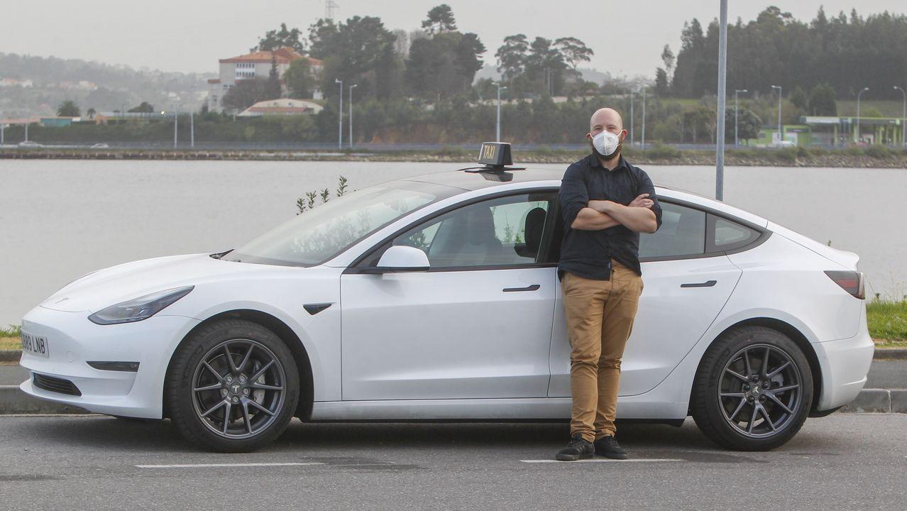 La celebración del ascenso del Baxi.Gustavo Piñón ya trabaja con su nuevo vehículo eléctrico