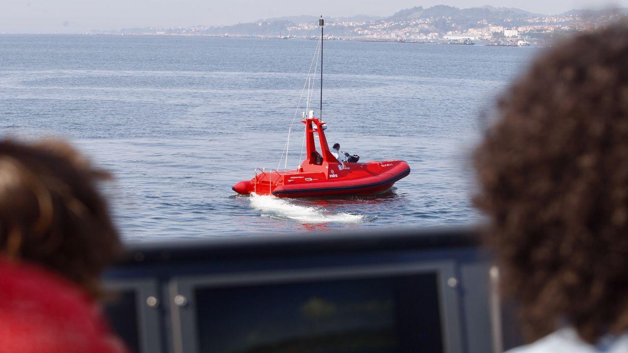 Un barco que no necesita conductor surca las aguas de Vigo