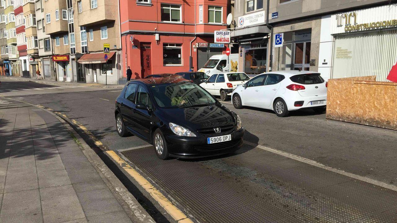 Quejas vecinales por el ruido de una rejilla en la avenida Sardiñeira