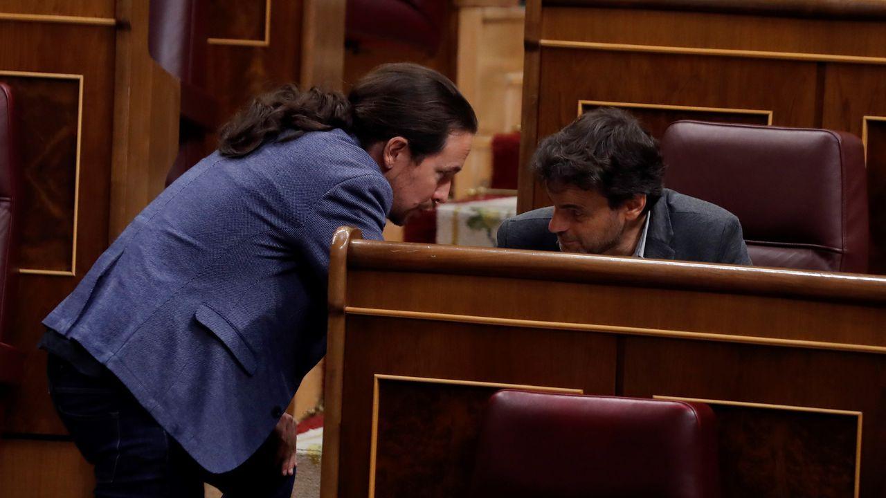 Concentración en defensa de los imputados por la ocupación de La Madreña.Pablo Iglesias, conversa con el diputado de Unidas Podemos Jaume Asens durante un pleno del Congreso