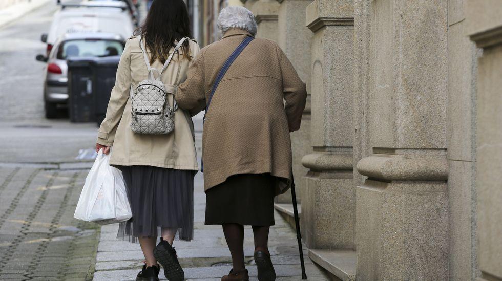edificios.En Ferrol el número de mayores de 65 años duplica al de niños y jóvenes menores de veinte
