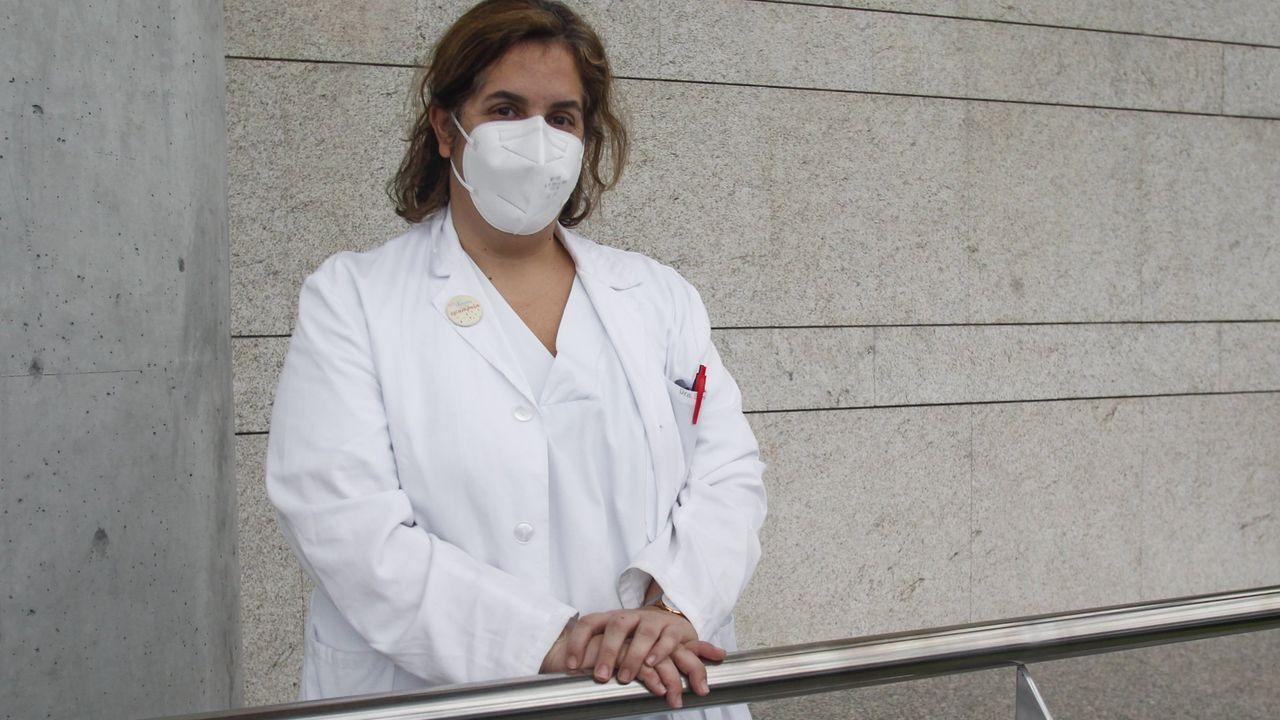 El balance de once sanitarios cuando se cumple un año de la llegada del covid a Ferrol.Clientes en la cafetería Golden