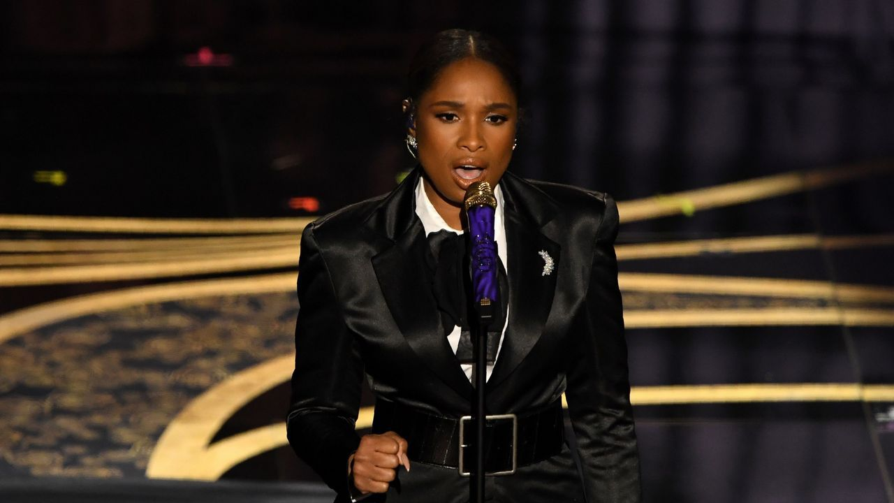 Jennifer Hudson interpreta  I'll Fight , una de las canciones nominadas