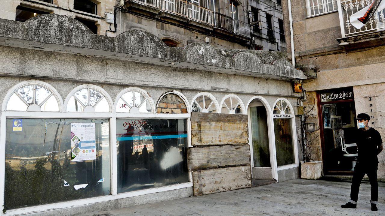Desocupan dos pisos en Lugo tras 40 horas de tensión.La empresa, además de enviar a media docena de empleados, recurrió a un guardia de seguridad