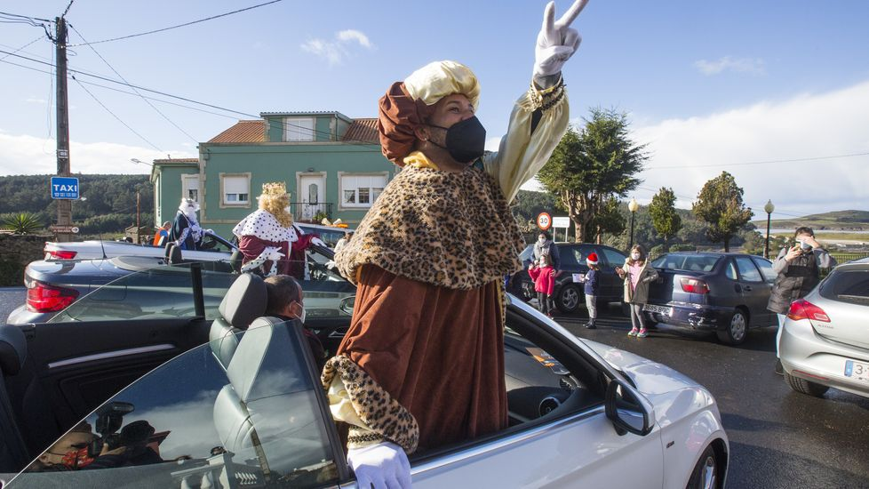Los Reyes Magos llegaron a Lires en descapotable