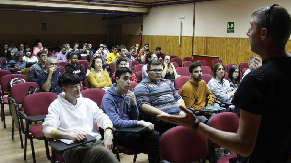 El alcalde, Alfredo García, y la concejala de Medio Ambiente, Diana Urdangaray, presentaron el PMUS