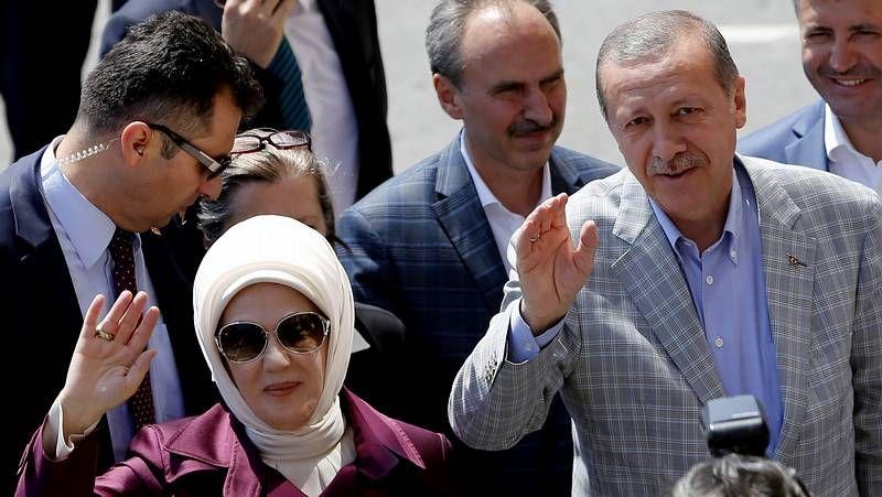 Erdogan, tras votar con su mujer
