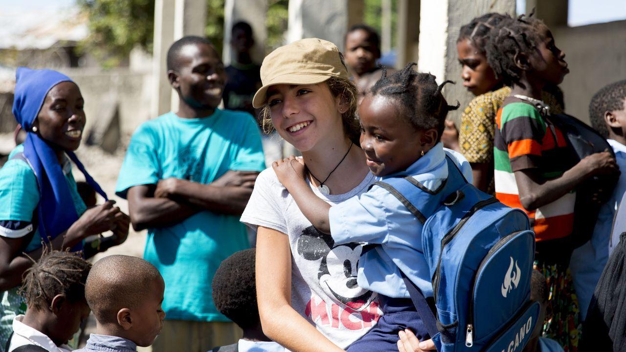 Marta Borrell en su viaje a Mozambique, que cuenta en el documental «Una luz en la oscuridad»
