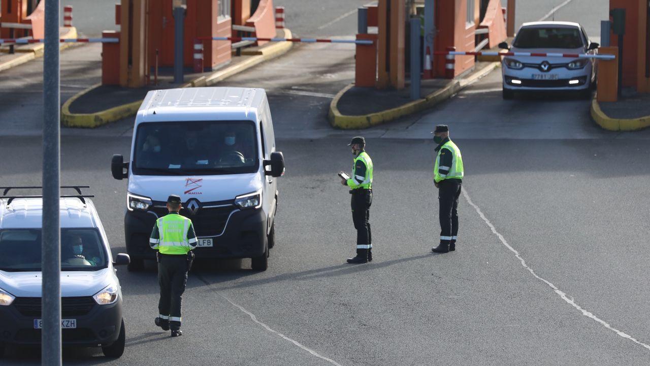 Control de la Guardia Civil en el peaje de la AP-9 a su paso por el término municipal de Teo, en el entorno de Santiago