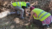 Los trabajos de exhumación en una finca que fue zona de baile y granja de cerdos