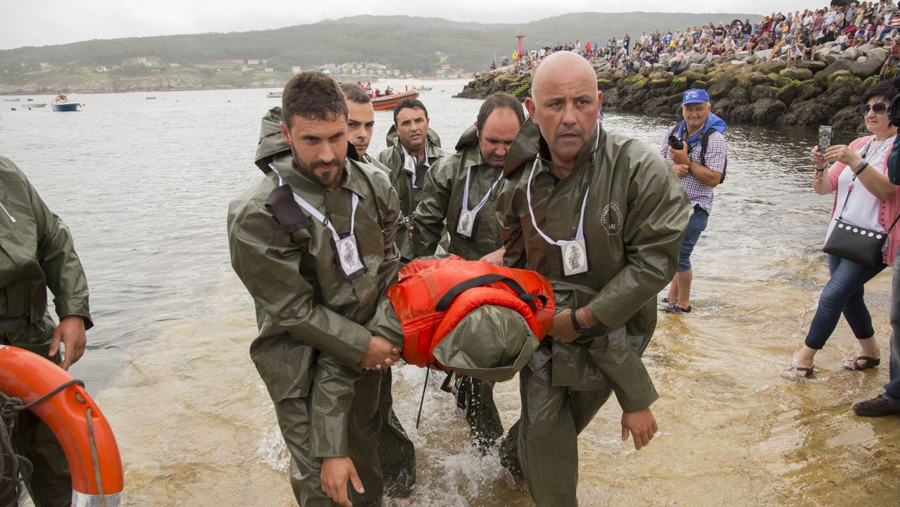 ¡Mira las imágenes del Naufraxio y la procesión marítima de Laxe!