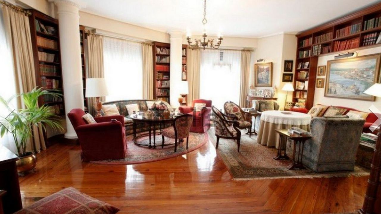 Imagen de una vivienda que se vende en el ensanche de A Coruña por más de un millón de euros