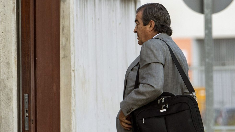 El exdirigente popular y exvicepresidente del Gobierno Francisco Álvarez-Cascos, a quien la Policía atribuye las iniciales  P.A.C.  de una personas que recibió dinero de la trama, a su llegada a la sede de la Audiencia Nacional para declarar en una nueva sesión del macrojuicio de Gürtel.