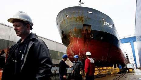 <span lang= es-es >Freire se garantiza un mes de trabajo con una reparación</span>. La reparación del carguero Brens, que entró en grada esta semana, supone un pequeño balón de oxígeno para Freire. El astillero inició un nuevo ERE el pasado 1 de octubre.