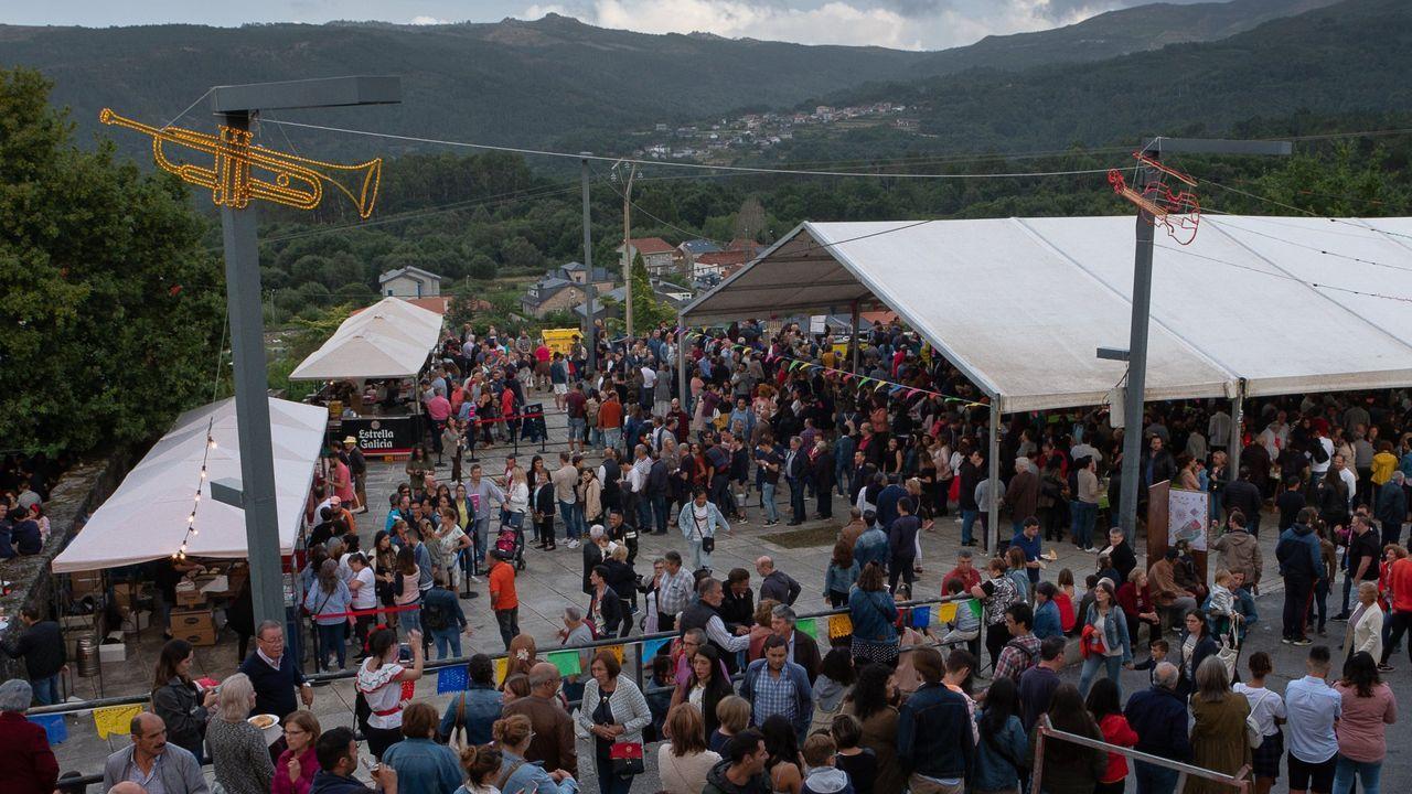 El retorno de la provincia de Ourense a las barras de los bares, en imágenes.Fiesta mexicana en Avión