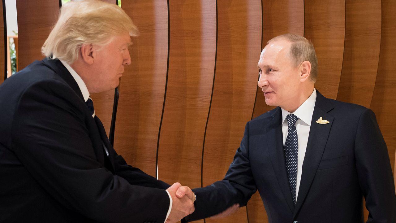 Encuentro de Trump y Putin en Hamburgo.Trump, escoltado por Emin Agalarov y por su padre Aras (dos de las personas clave en el caso Rusiagate), en Moscú en el año 2013