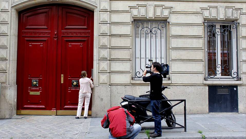 La entrada del edifico que alberga las oficinas de Sarkozy en París