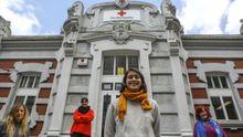 María Silveira, en primeiro plano, e outras técnicas da asemblea local de Cruz Vermella Ferrol
