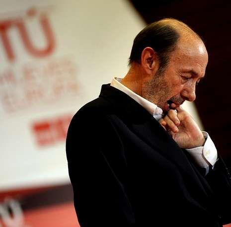 Rubalcaba dijo que Rajoy ya tiene su propia herencia: más paro, más deuda y más impuestos.