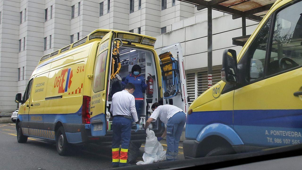 Técnicos en emergencias sanitarias (TES), en el hospital Montecelo, en Pontevedra