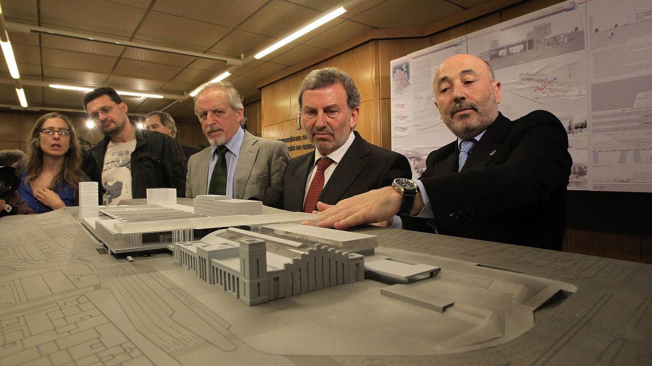 La maqueta. En el 2011, el entonces alcalde Javier Losada presentó el primer diseño de la intermodal. La obra no arrancó ni en ese mandato, ni en el del PP y tampoco en el de la Marea.  El exregidor, ahora delegado del Gobierno, anunció el pasado mes de junio, la licitación de la obra, pero no se ha producido. César Quian