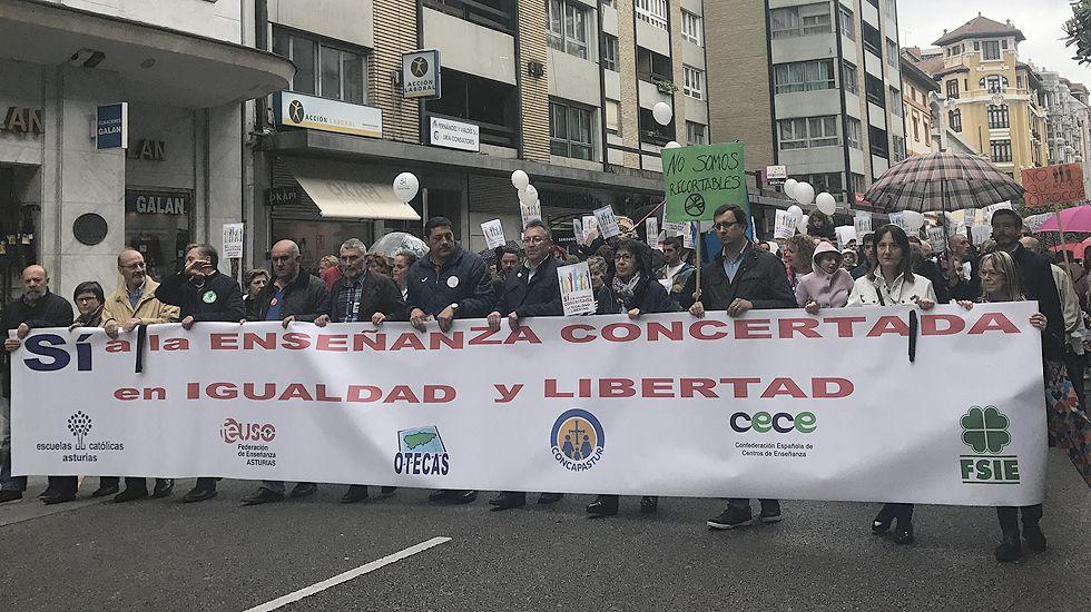 Cabecera de la manifestación en defensa de la escuela concertada, en Oviedo.Cabecera de la manifestación en defensa de la escuela concertada, en Oviedo
