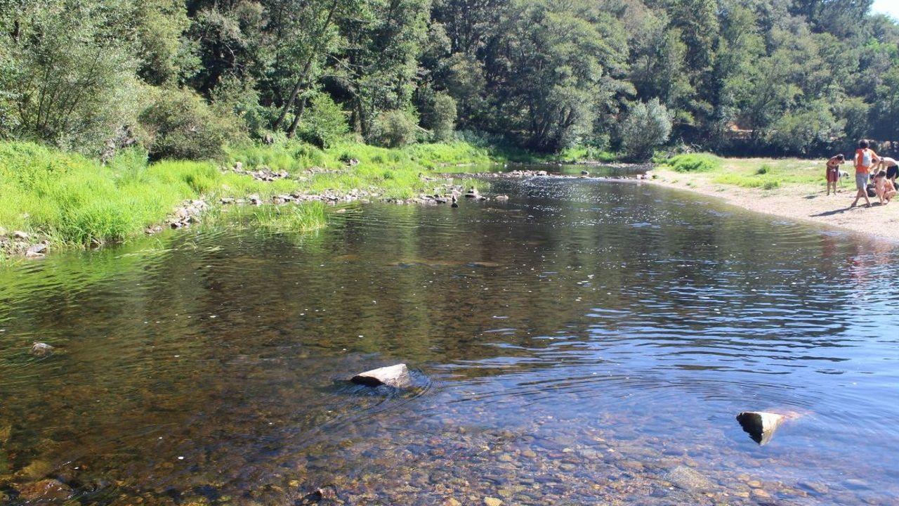 Alargar el verano en A Mariña.Os mozos gozan cada ano coas actividades fluviais