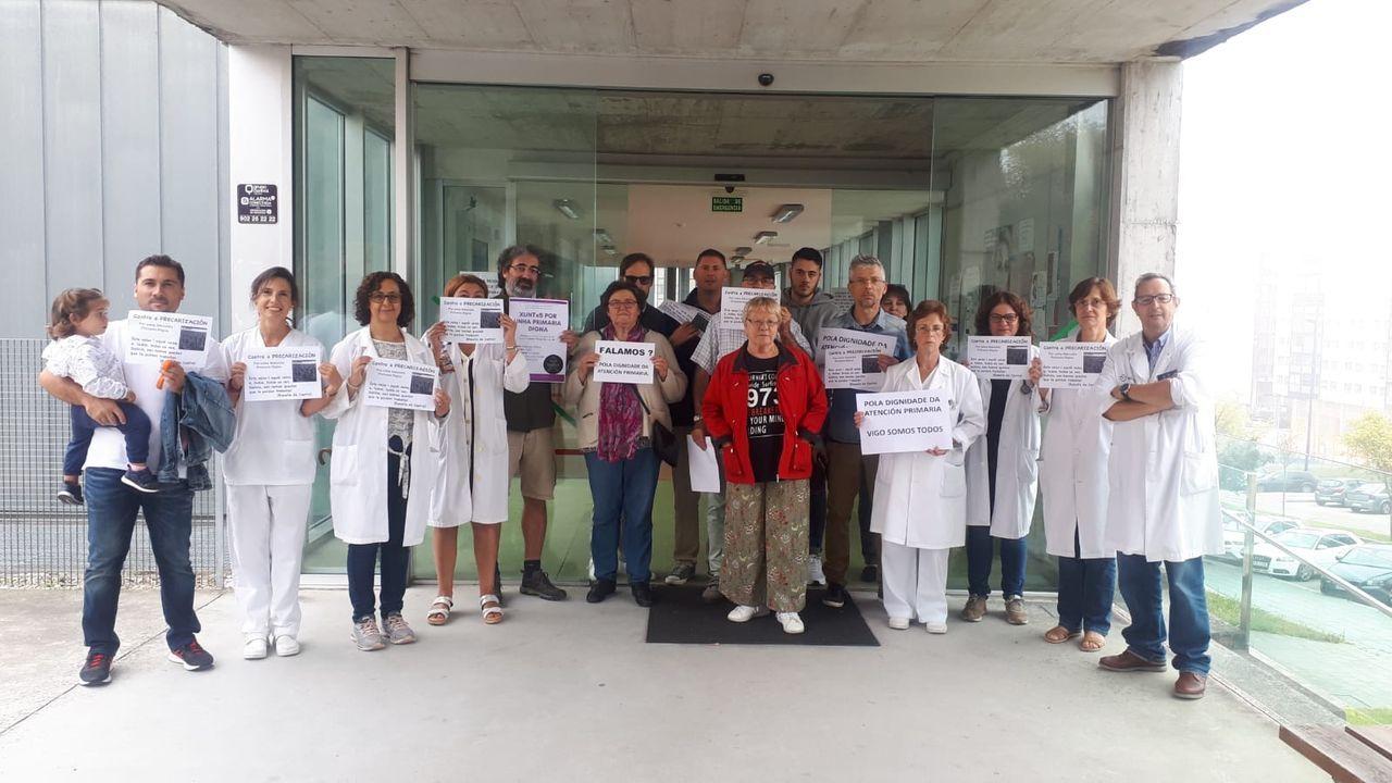 Como todos los jueves, hoy se han celebrado movilizaciones en los centros de salud (en la imagen, Navia), que reivindican mejoras en atención primaria.