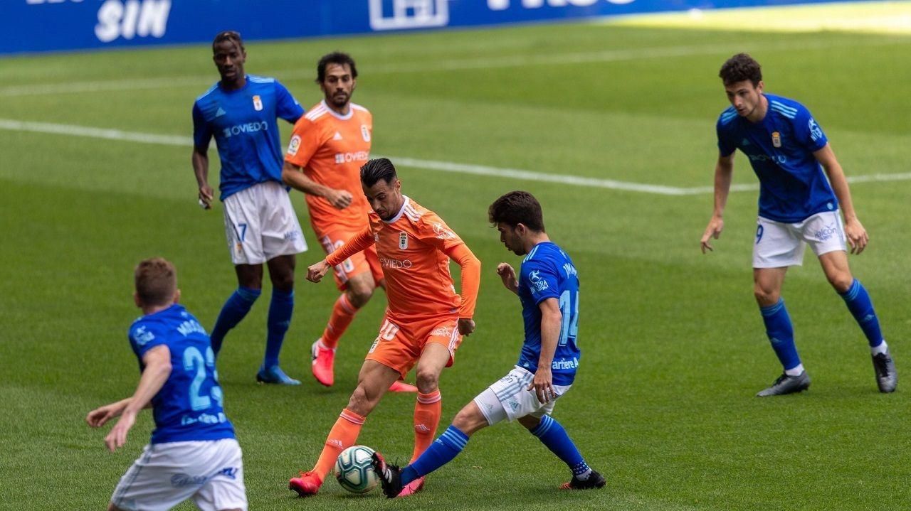 Mossa Jimmy Tejera Ibra Borja Sanchez Arribas.Tejera y Jimmy pugnan por un balón durante el entrenamiento en el Tartiere