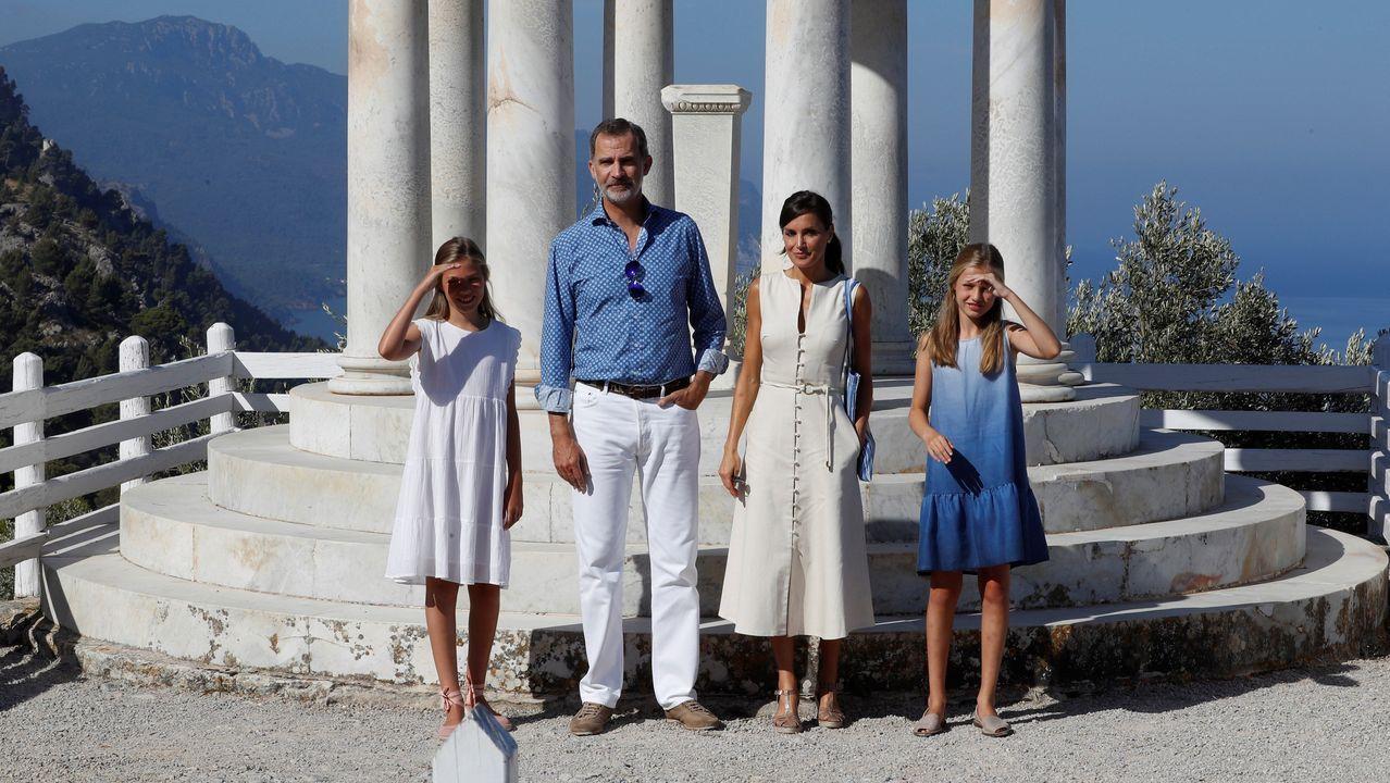 Los Reyes y sus hijas visitan la Casa Museo de Son Marroig