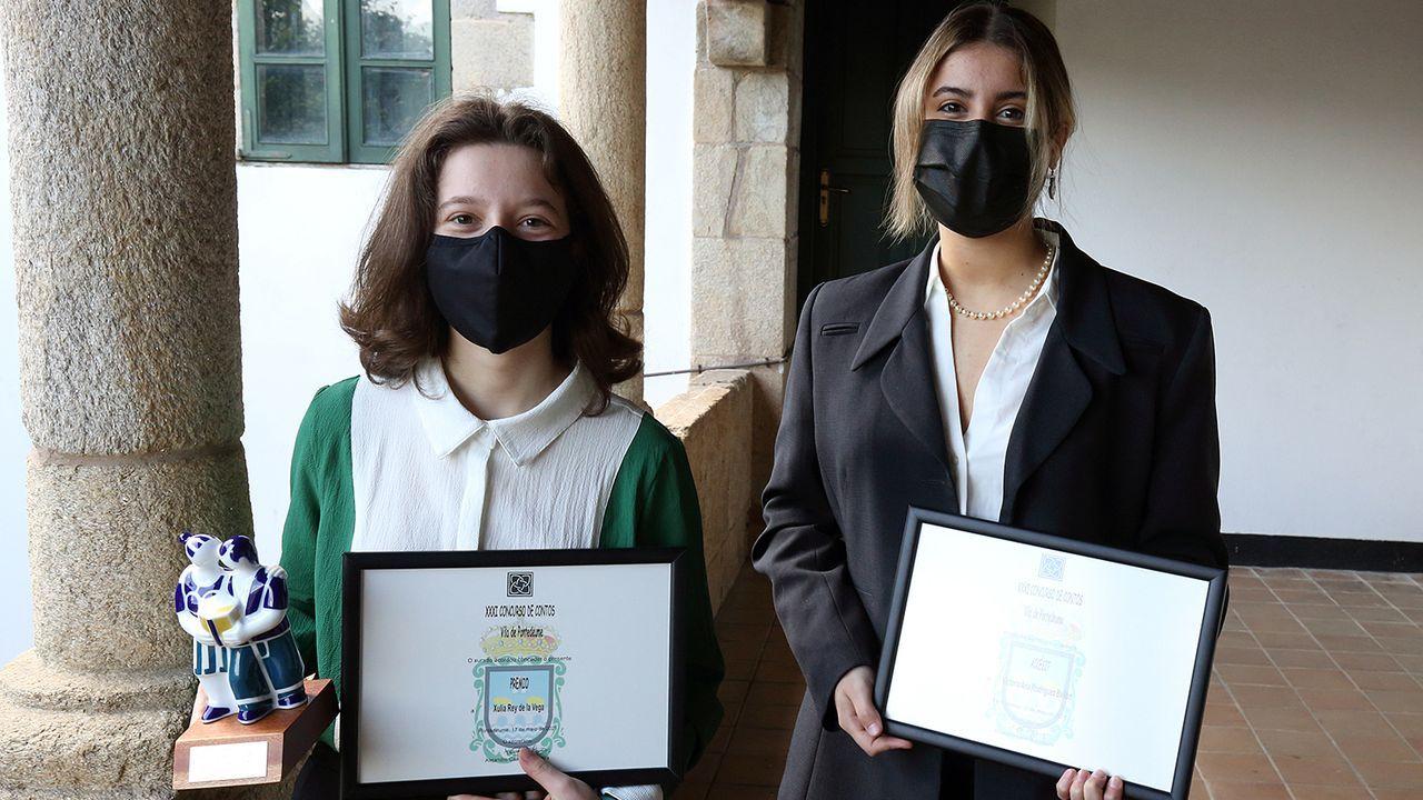 Xulia Rey (esquerda) gañou un premio do Concello de Pontedeume