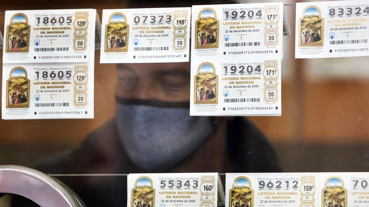 Imagen de compra de lotería en años pasados
