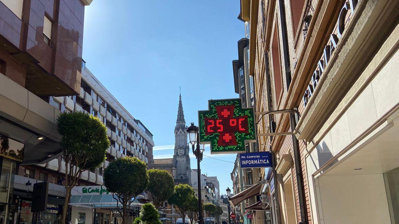 Un termómetro marca 25 grados en Oviedo