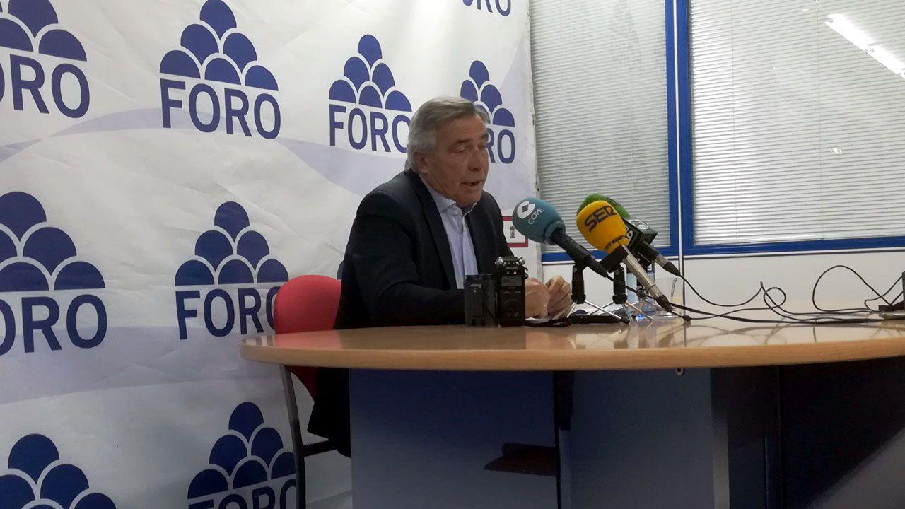 Álvaro Muñiz, durante la presentación de su programa como candidato a las primarias de Foro, en la sede del partido en Gijón