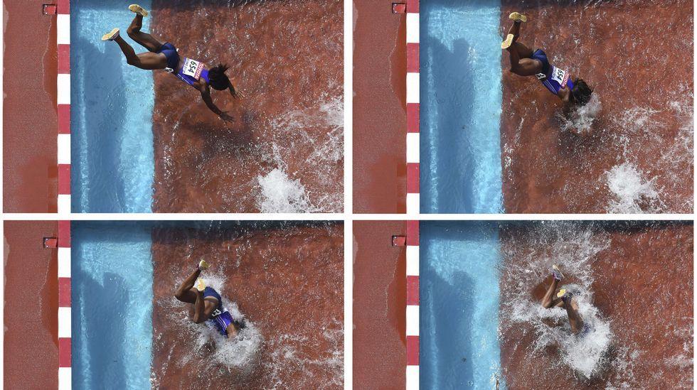 La final de los 200, en imágenes.Aguilar, ayudada después de ruzar la meta en Pekín